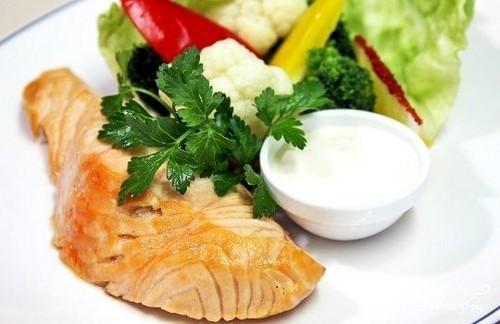 Рыба со сметанным соусом