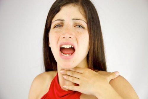 Что делать, если пища застряла в горле