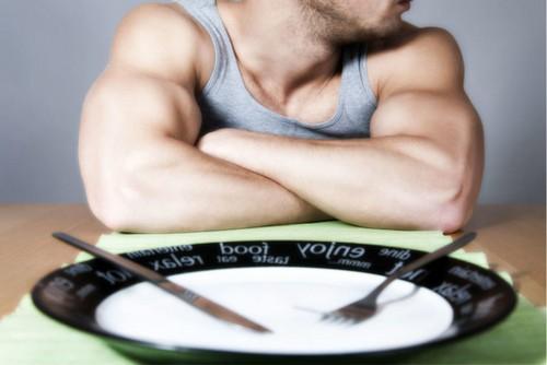 Полный отказ от еды в первый день обострения