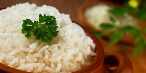 Если у больного состояние сопровождается поносом, рис может улучшить работу кишечника и нормализовать стул