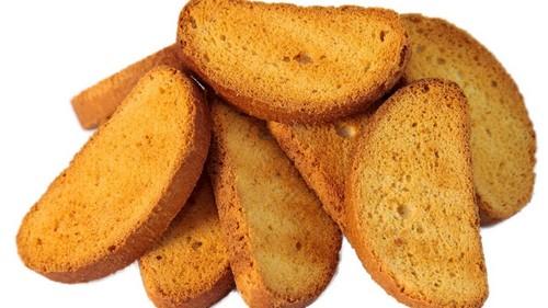 Делать сухари лучше всего из домашнего хлеба